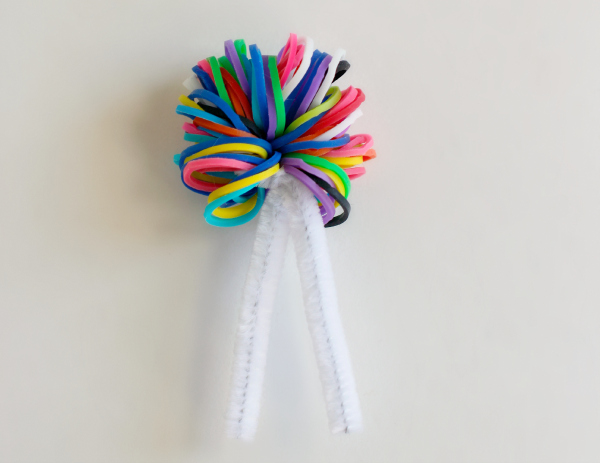 Make Pipe Cleaner Pom Poms with Rainbow Loom Bands