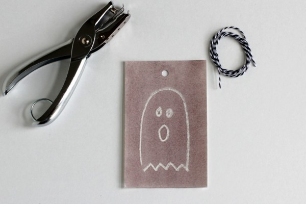Make Watercolor Ghost Tags @makeandtakes.com