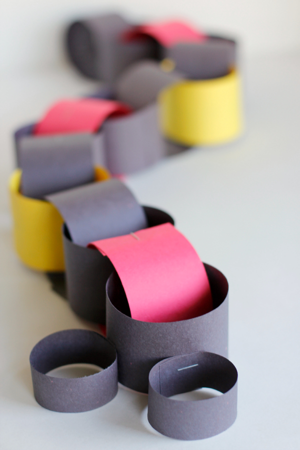 Make a Disney Vacation Paper Chain Countdown Kids Craft
