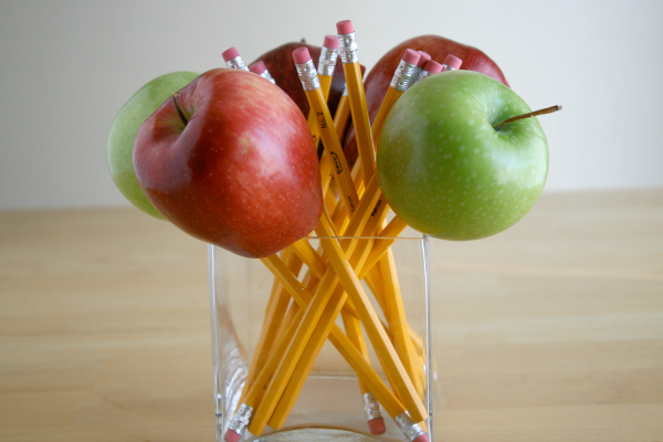 Make an Apple Pencil Bouquet for a Teacher Gift