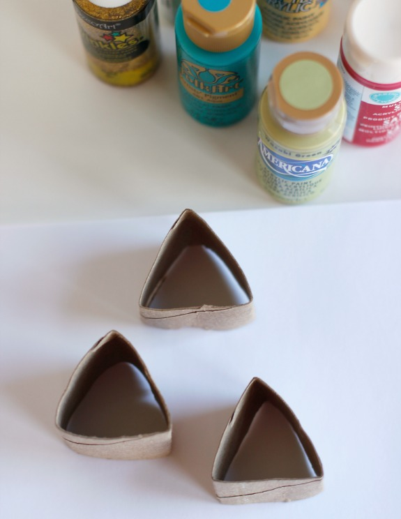 Making Paper Tube Triangles @makeandtakes.com