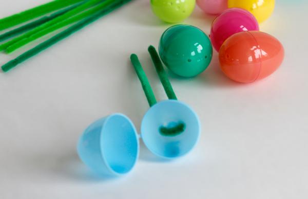 Making Plastic Easter Egg Flowers