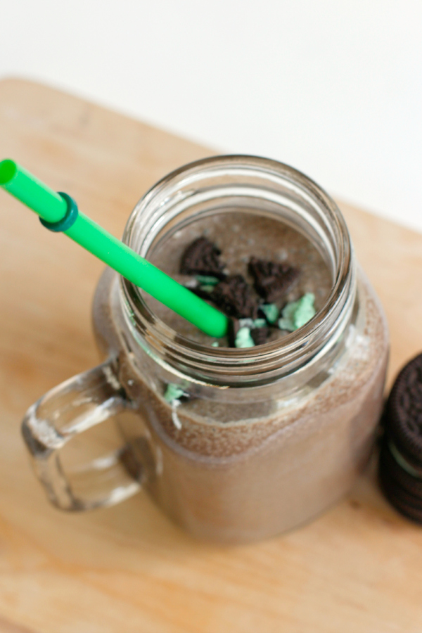 Mint Oreo Smoothie with Mint Oreo Topping