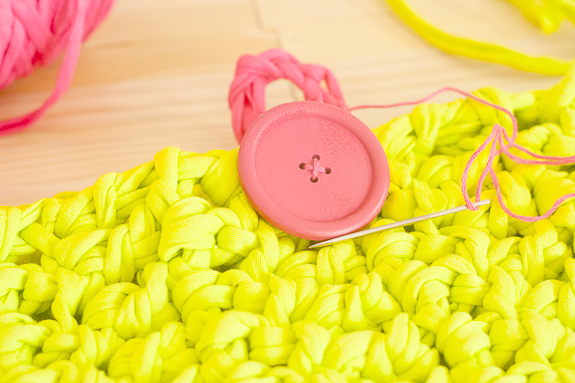 Neon Crochet Summer Clutch from T-shirt Yarn by Francine Clouden for Make & Takes-18