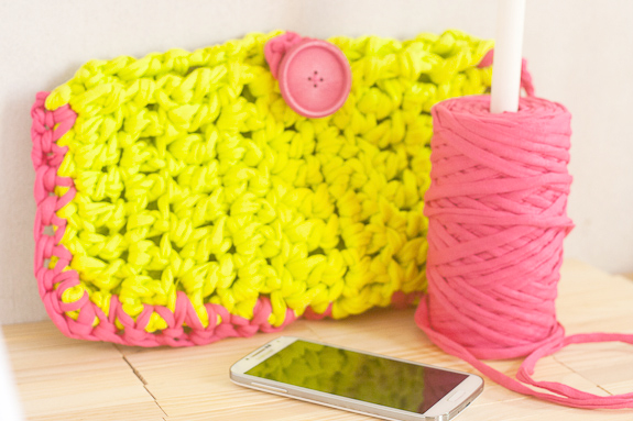 Neon Crochet Summer Clutch from T-shirt Yarn