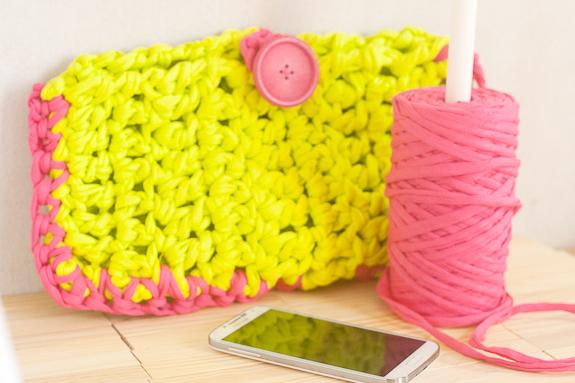 Neon Crochet Summer Clutch from T-shirt Yarn