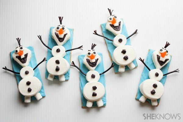 Olaf the Snowman snacks