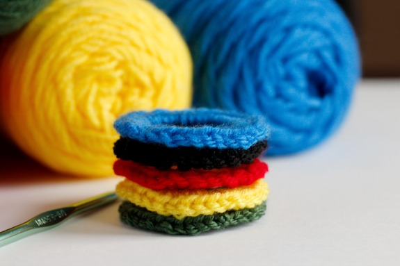 Olympic Rings Crocheted with Pipe Cleaners @makeandtakes.com