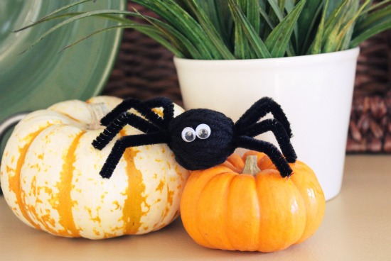 Pipe Cleaner and Yarn Spiders from Make and Takes