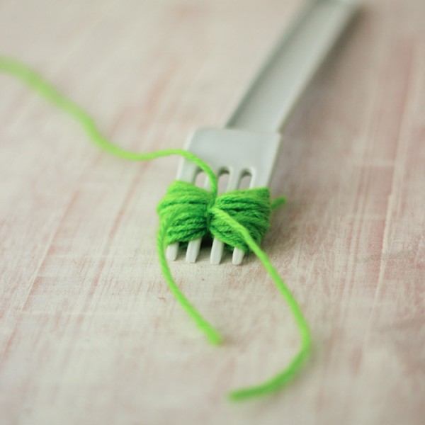 Pom Pom Yarn Necklace Making DIY