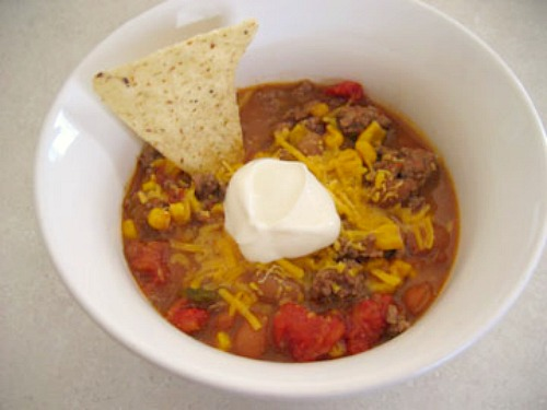 Quick and Easy Taco Soup @makeandtakes.com
