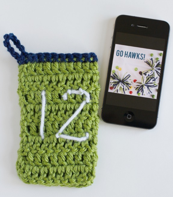 Seattle Seahawks Phone Cozy Crochet Pattern @makeandtakes.com