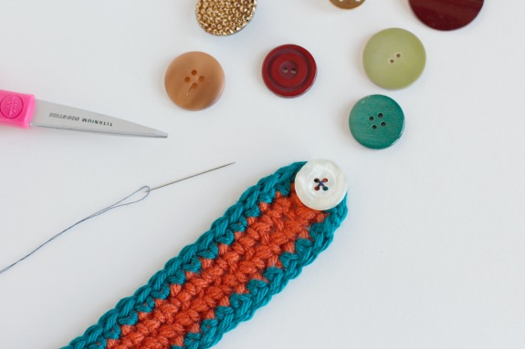 Sewing Buttons on Crochet Bracelet Bangles @makeandtakes.com #crochetaday