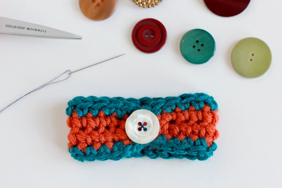 Sewing on a Button for a Crochet Bracelet @makeandtakes.com #crochetaday