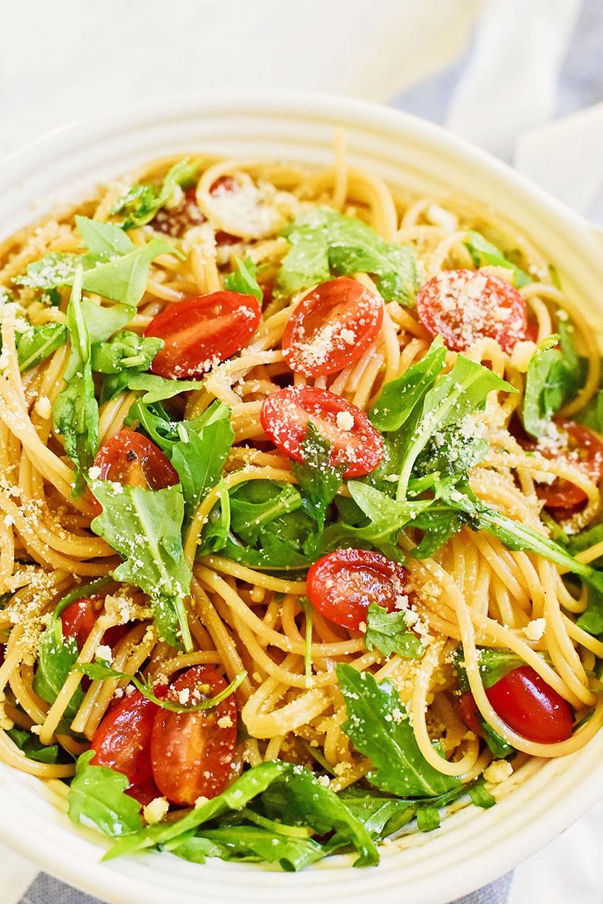 Spaghetti with Tomatoes and Arugula