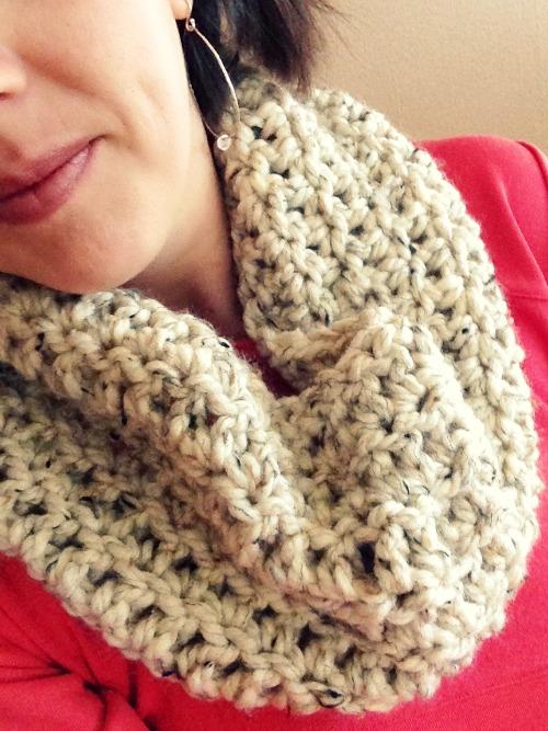 Spunky Chunky Crochet Cowl @makeandtakes.com