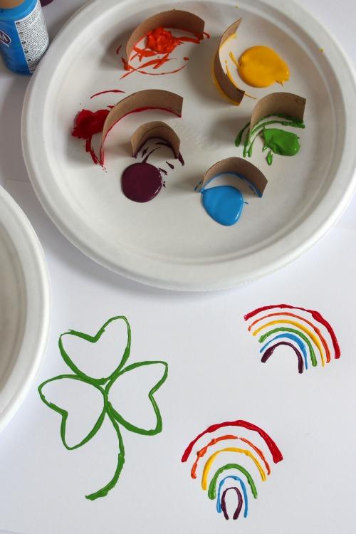 St. Patricks Day Paper Tube Stamping makeandtakes.com