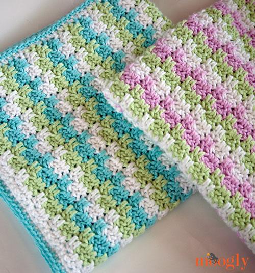 Stripes and Blocks Blanket by @mooglyblog.com