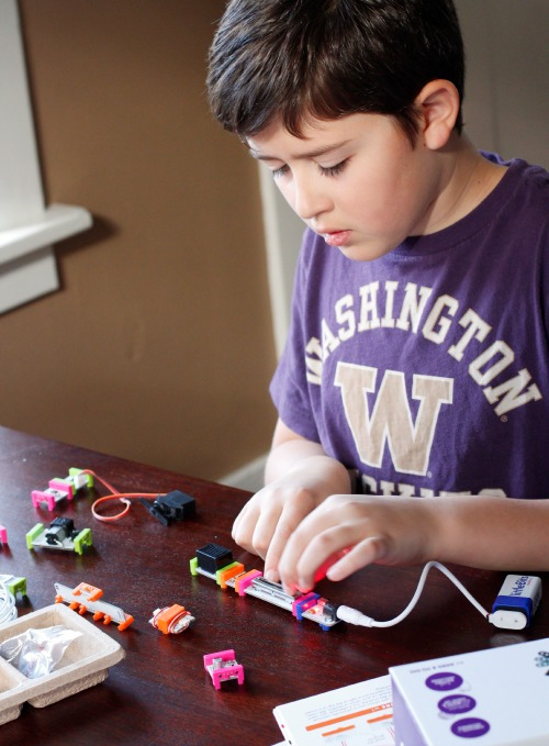 Tinkering with littleBits @makeandtakes.com