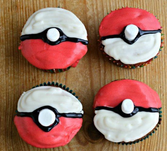DIY Pokéball cupcakes