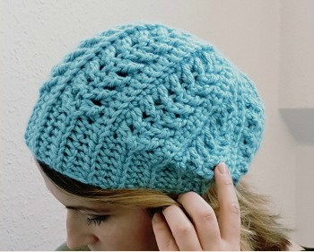 Easy Ribbed Crochet Beanie  This simple ribbed beanie is sure to keep you  warm! Find the tutorial over at One Dog Woof. 4d83b67347f