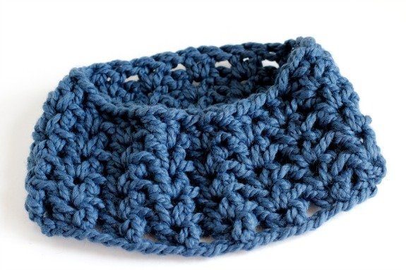 V Stitch Double Crochet 1 Skein Cowl