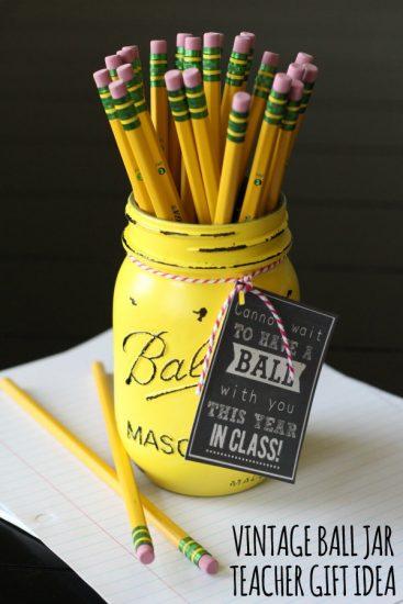 Vintage-Ball-Jar-Teacher-Gift-with-free-print-on-lilluna.com-teachergift