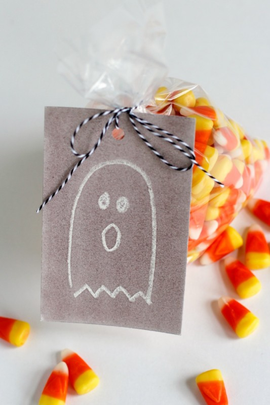 Watercolor Crayon Halloween Gift Tags @makeandtakes.com