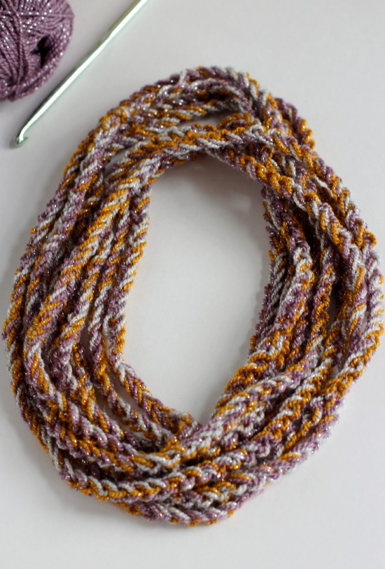 Wrapping Chain Stitch Necklace @makeandtakes.com #crochetaday