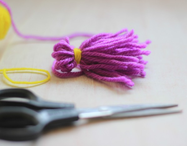 Yarn-Tassell-Keychain-Making