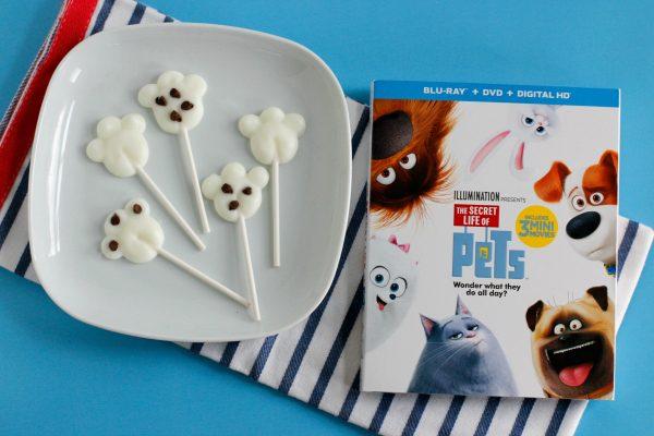 yogurt-paw-print-pops-for-a-snack