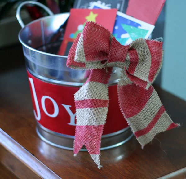 Airbrushed Christmas bucket and bow