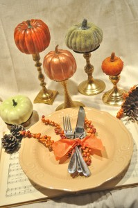 fall table setting pumpkins