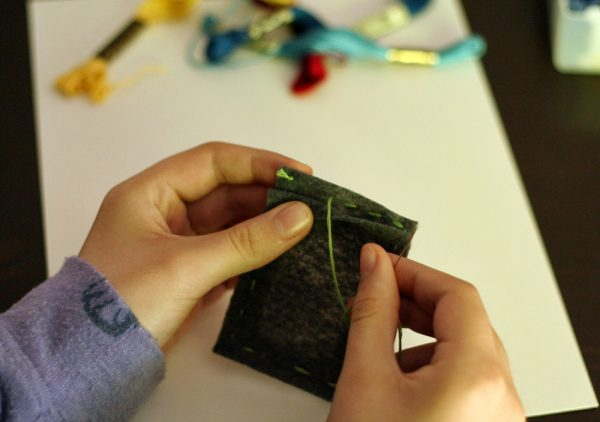 DIY magnetic felt frame with photo pocket
