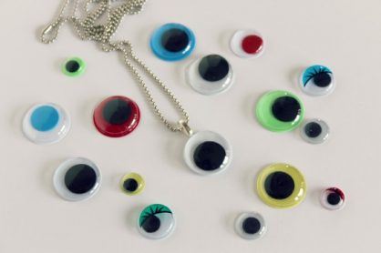 Googly Eye Necklace via makeandtakes.com