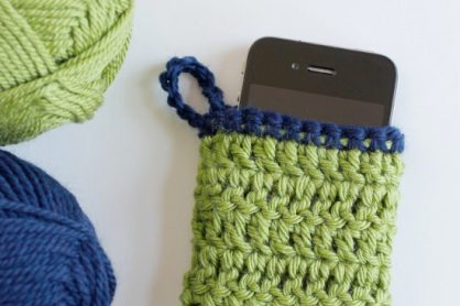 Crochet a Phone Cozy @makeandtakes.com #crochetaday