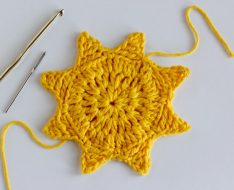 Crochet in the tails for a sun coaster