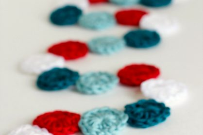 Make a Holiday Crochet Garland of Circles
