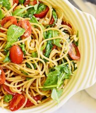 Spaghetti with Tomatoes and Arugula
