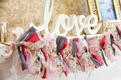 how to make a valentines day garland