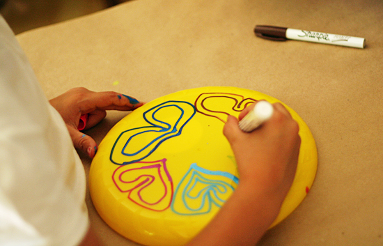 Decorating frisbees with paint pens