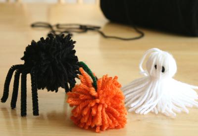 halloween pom pom creatures - Halloween Pom Poms