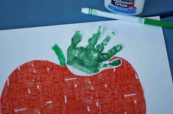 Pumpkin with handprint leaf