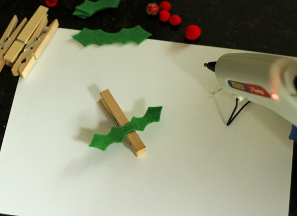 Felt holly clothespins