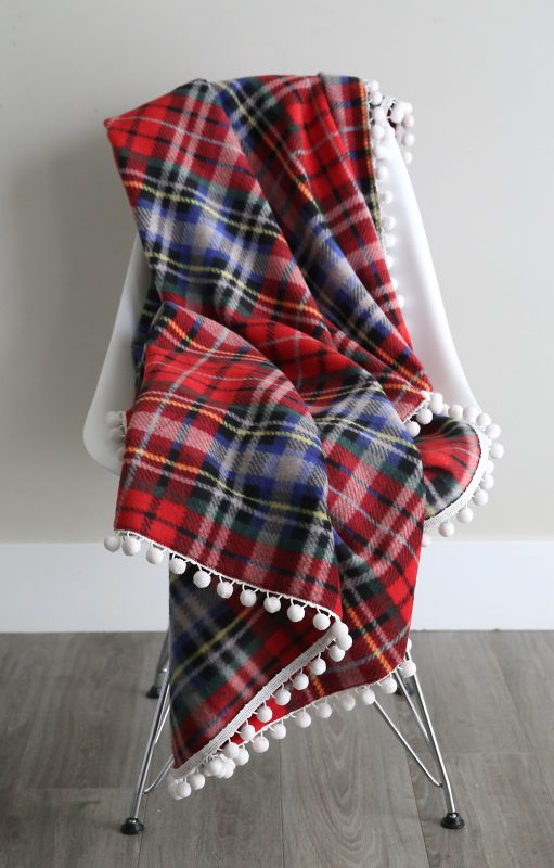 Easy & Beautiful DIY Fleece Blankets