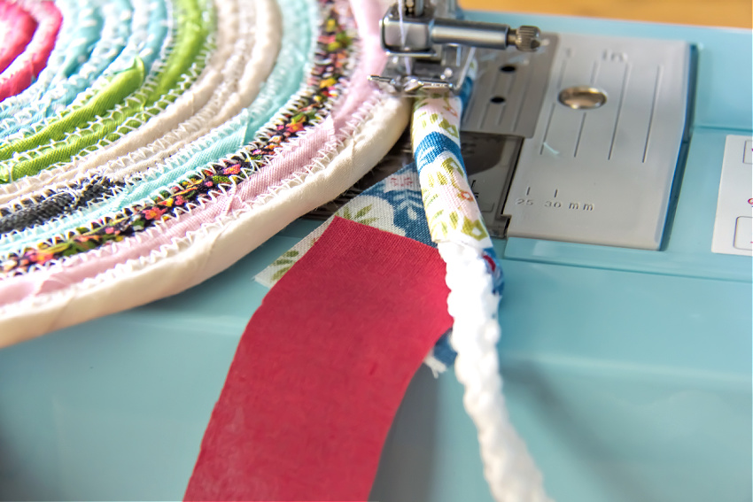 changing fabric patterns while making a rag rug