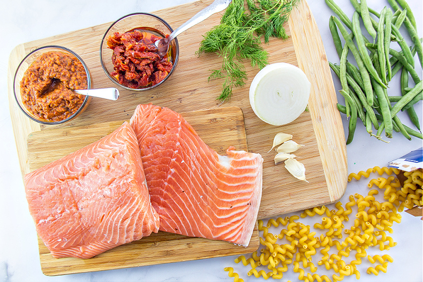 ingredients to make salmon and sundried tomato pasta