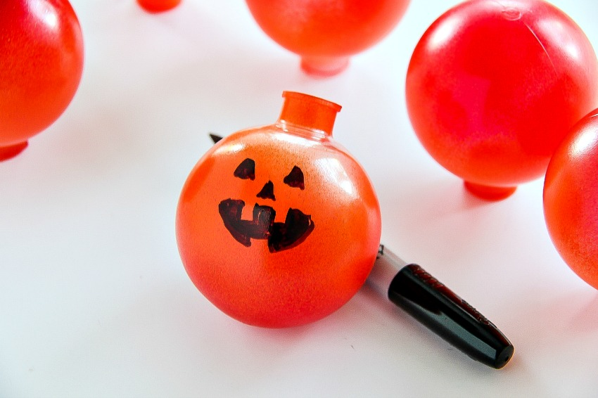 How to Make a Jack O'Lantern Lighted Garland