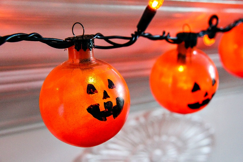 Make a Jack O'Lantern Lighted Garland
