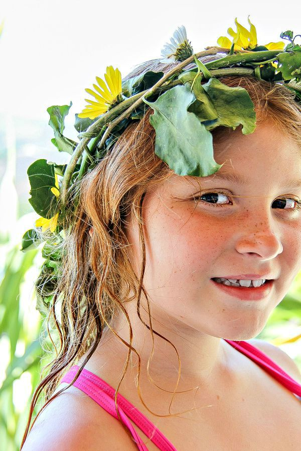 kids activities how to make a floral crown out of flowers and vines